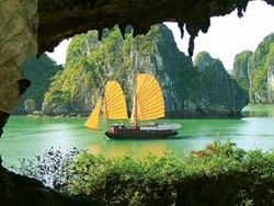 Photo exhibition on Viet Nam's World Heritage